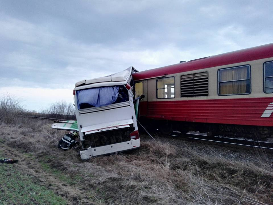 Accidentt tren autocar2
